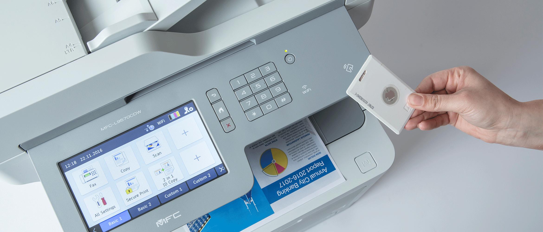 MFC-L95700CDW s bezpečnou tlačou pomocou  ID karty