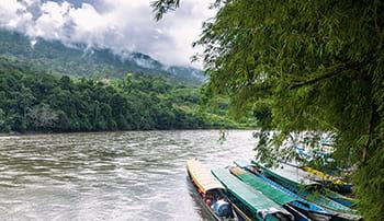 Rieka s loďkami