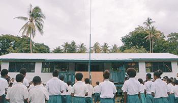Domorodé deti pred školou