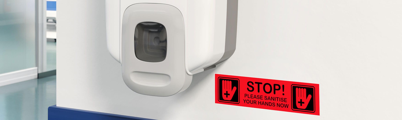 Štítok Brother P-touch TZe čierna na červenej označujúci dezinfekčnú jednotku